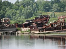 Abandoned shipyard 5851.jpg