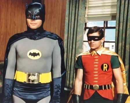 Kids Printed T Shirt BATMAN 60/'s Logo Bruce Wayne Robin Joker Riddler Penguin