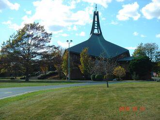 Lutheran Church of the Resurrection, Racine, Wisconsin, 2010.JPG