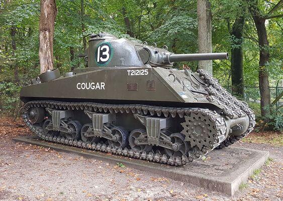Ede gld Sherman tank.jpg
