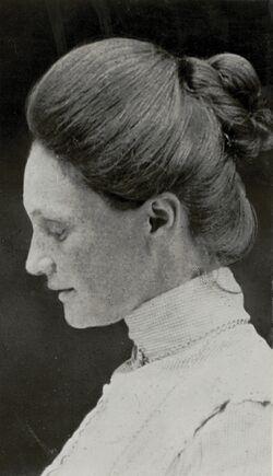 Jacqueline van der Waals zijaanzicht.jpg