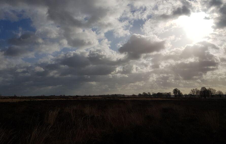 Zon en wolken Edese Heide 11 maart 2021.jpg