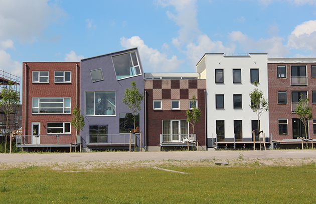 A diversity of (self-build) house styles in Almere, Netherlands.