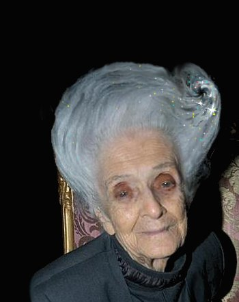 Rita Levi Montalcini con buco nero.jpg
