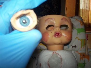 Asportiamo le palle degli occhi e conserviamole sott'olio per futuri esperimenti.