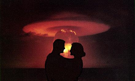 Esplosione nucleare con coppietta.jpg