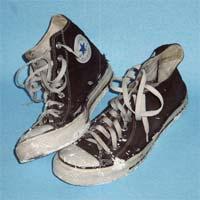 Le scarpe sono progettate per proteggere l'esterno dai piedi, ma qualcosa dice che non sono progettate per proteggere i piedi dall'esterno.