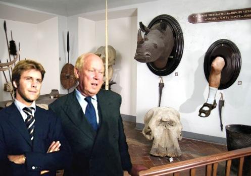 Vittorio Emanuele e figlio nella sala dei trofei.jpg