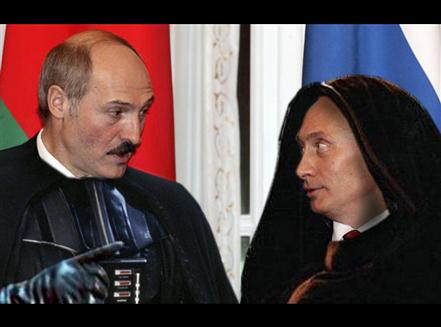 Lukashenko incontra Darth Putin su Coruscant. L'imperatore è molto scontento per gli scarsi progressi nella costruzione della Morte Nera, e minaccia Lukashenko di fargli fare la fine del presidente polacco Kaczyński. «Certamente Miluord, radduoppieremo gli sfuorzi!»