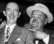 Stan Laurel e Oliver Hardy in età avanzata.jpg