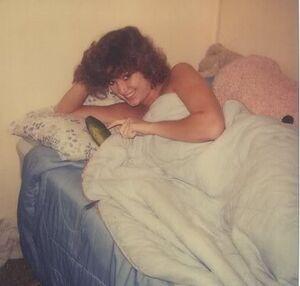 Donna a letto con un cetriolo.jpg