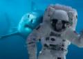 Squalo insegue astronauta.png