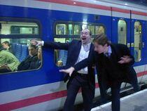Idioti al binario del treno.jpg