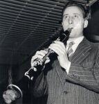 Fausto Papetti fuma un clarinetto.jpg