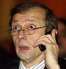 Piero Fassino sconvolto al telefono.jpg