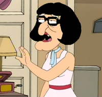 Vecchia dei Griffin con occhiali e capelli neri a caschetto come Arisa.png