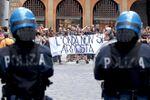 Polizia università L'Onda.jpg