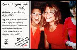 Una simpatica foto ricordo con due compagne di scuola.