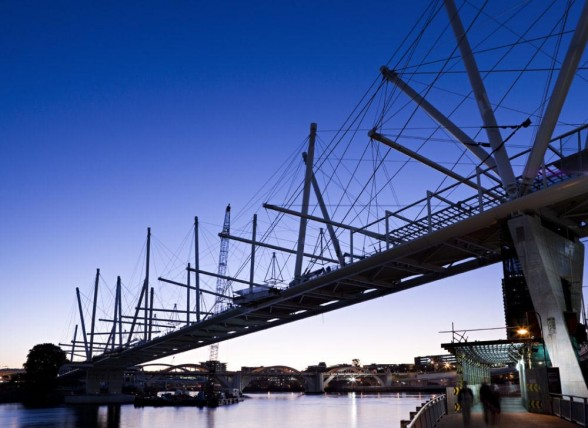 Kurilpa Bridge.