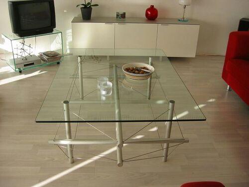 9 strut table side3 van Dokkum.jpg