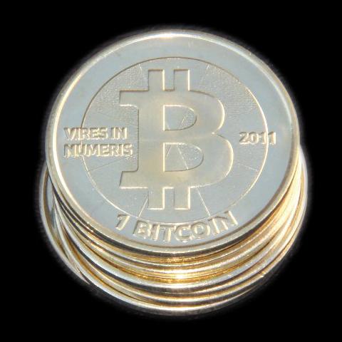 檔案:Bitcoin-coins.jpg